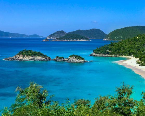 A shoreline scene of the US Virgin Islands.